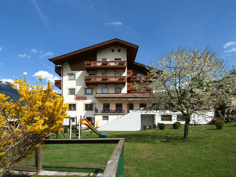 Sommeransicht Hotel Theresia Zillertal